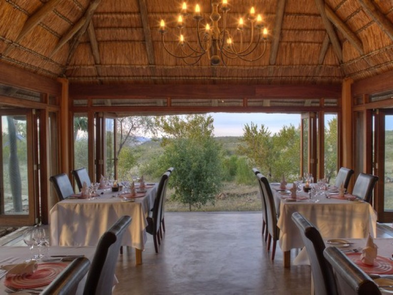 10 Rhulani dining room