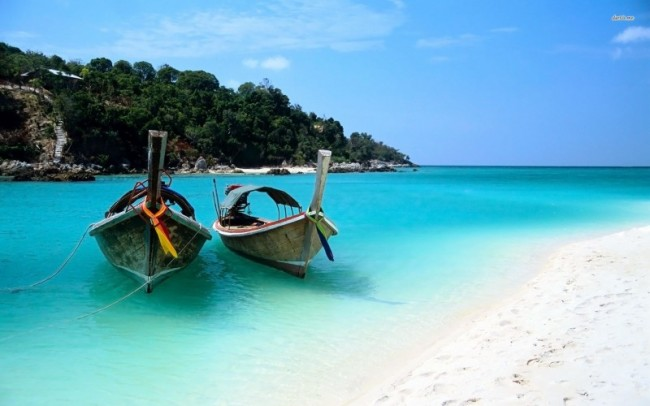 19366-boats-on-zanzibar-beach-1920x1200-beach-wallpaper-e1476288931491
