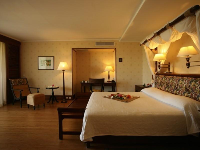 PPT Intercontinental Tahiti Lagoon Overwater Junior Suite Bedroom