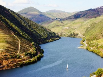 Six Senses Douro Valley Sailing_through_Douro_River_