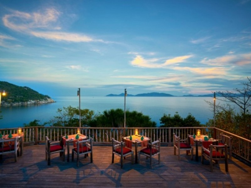 Six Senses Hideaway Ninh Van Bay Dining_by_the_Rocks2